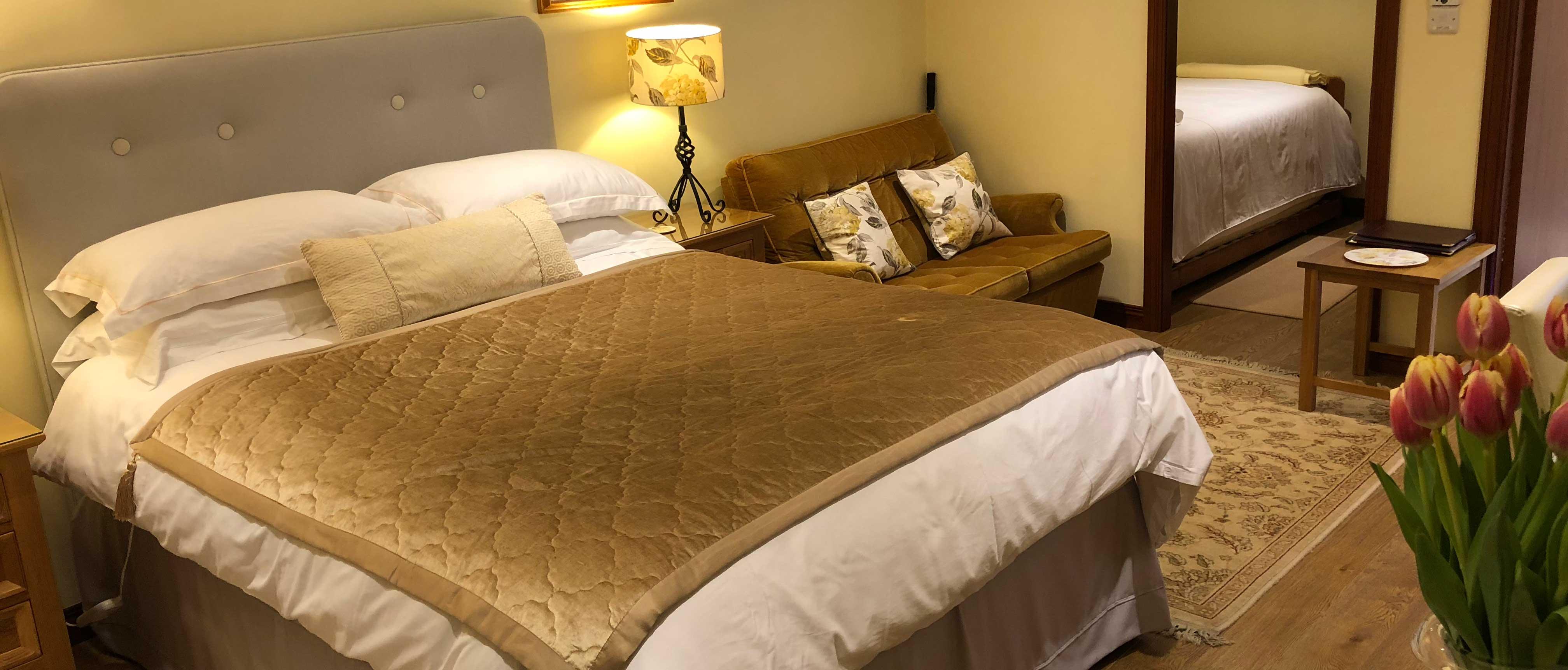 gold-bedroom   Pinegrove Lodge